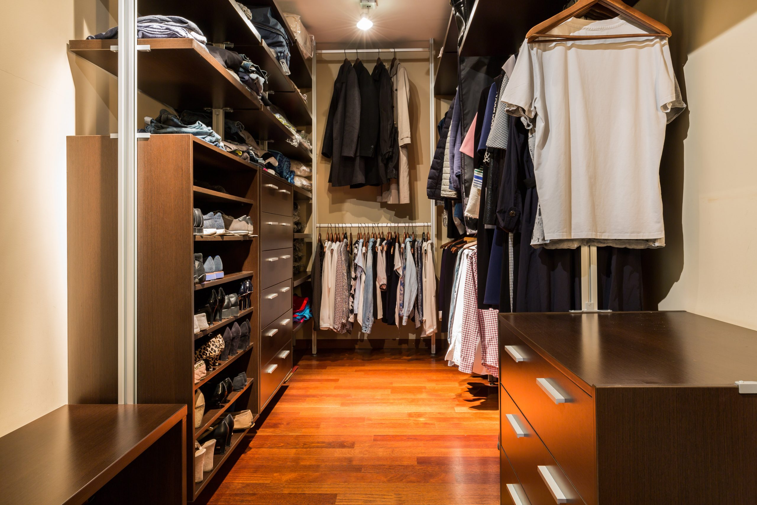 Walk-in closet full of clothing after a renovation bialasiewicz © 123rf